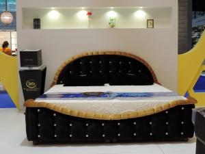 serta-swarovski-crystal-bed-set-1